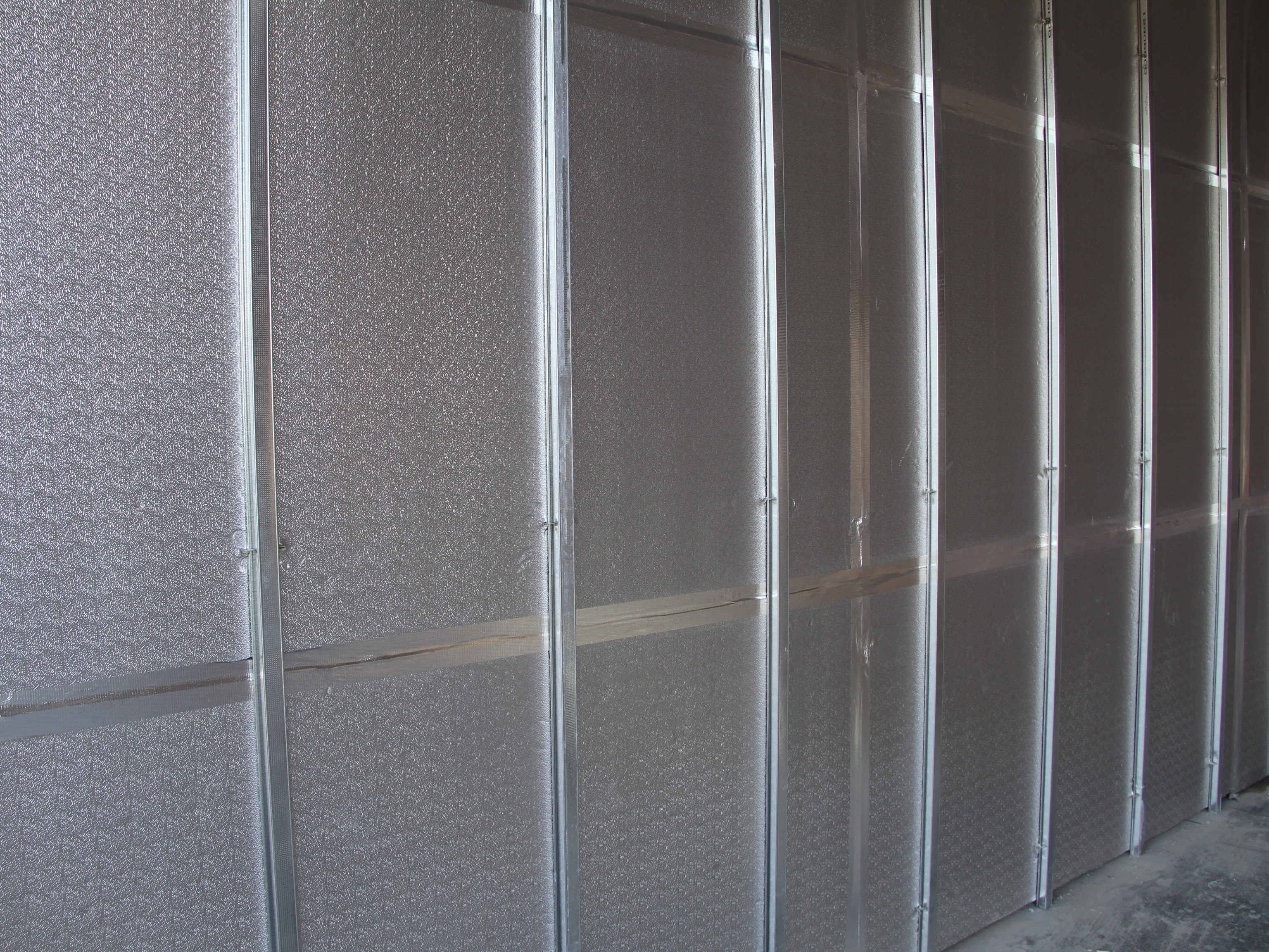 concrete-wall-insulation-install